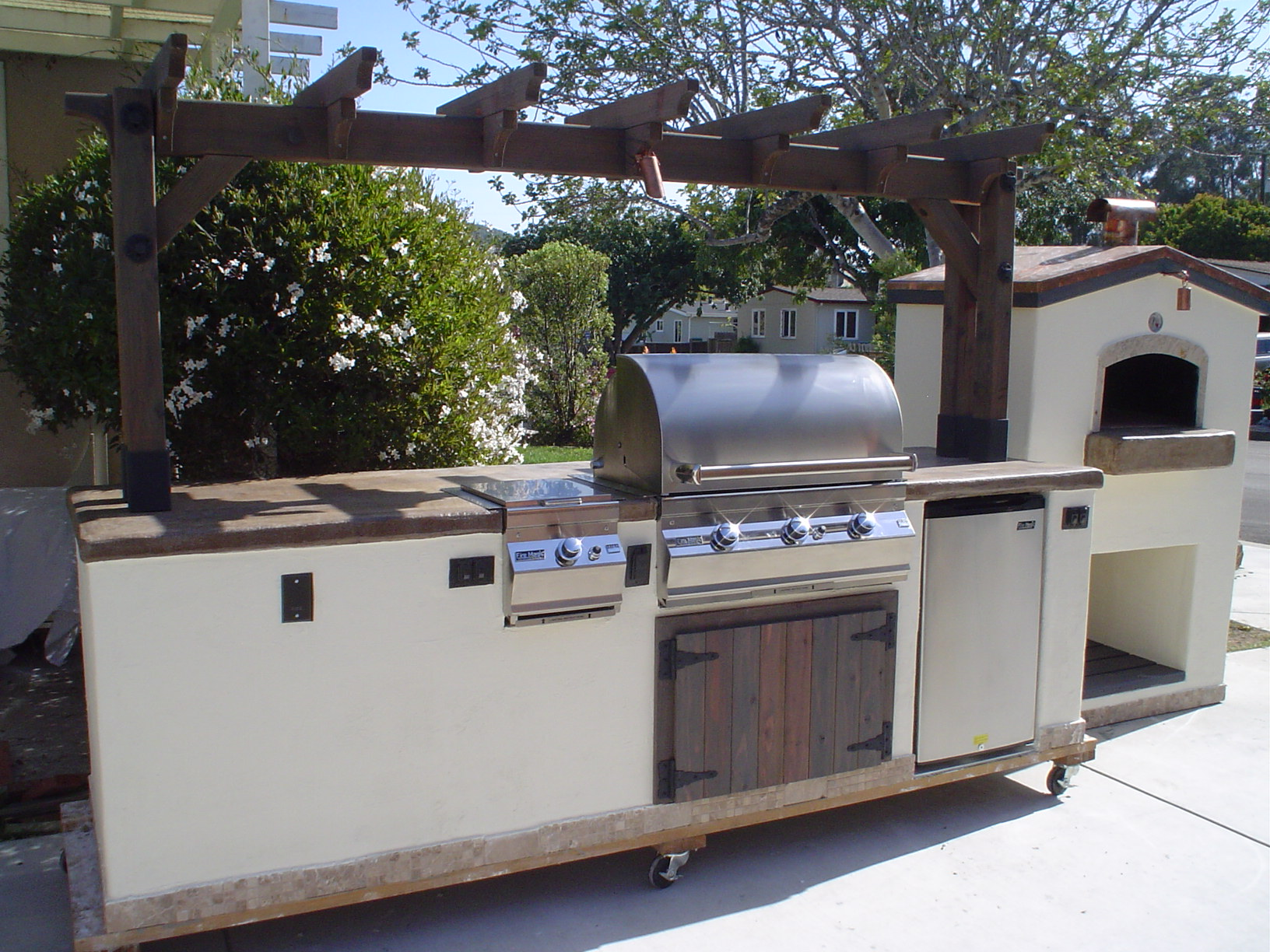10 outdoor kitchen featuring a trellis w pizza oven leasure concepts - Outdoor kitchen designs with pizza oven ...