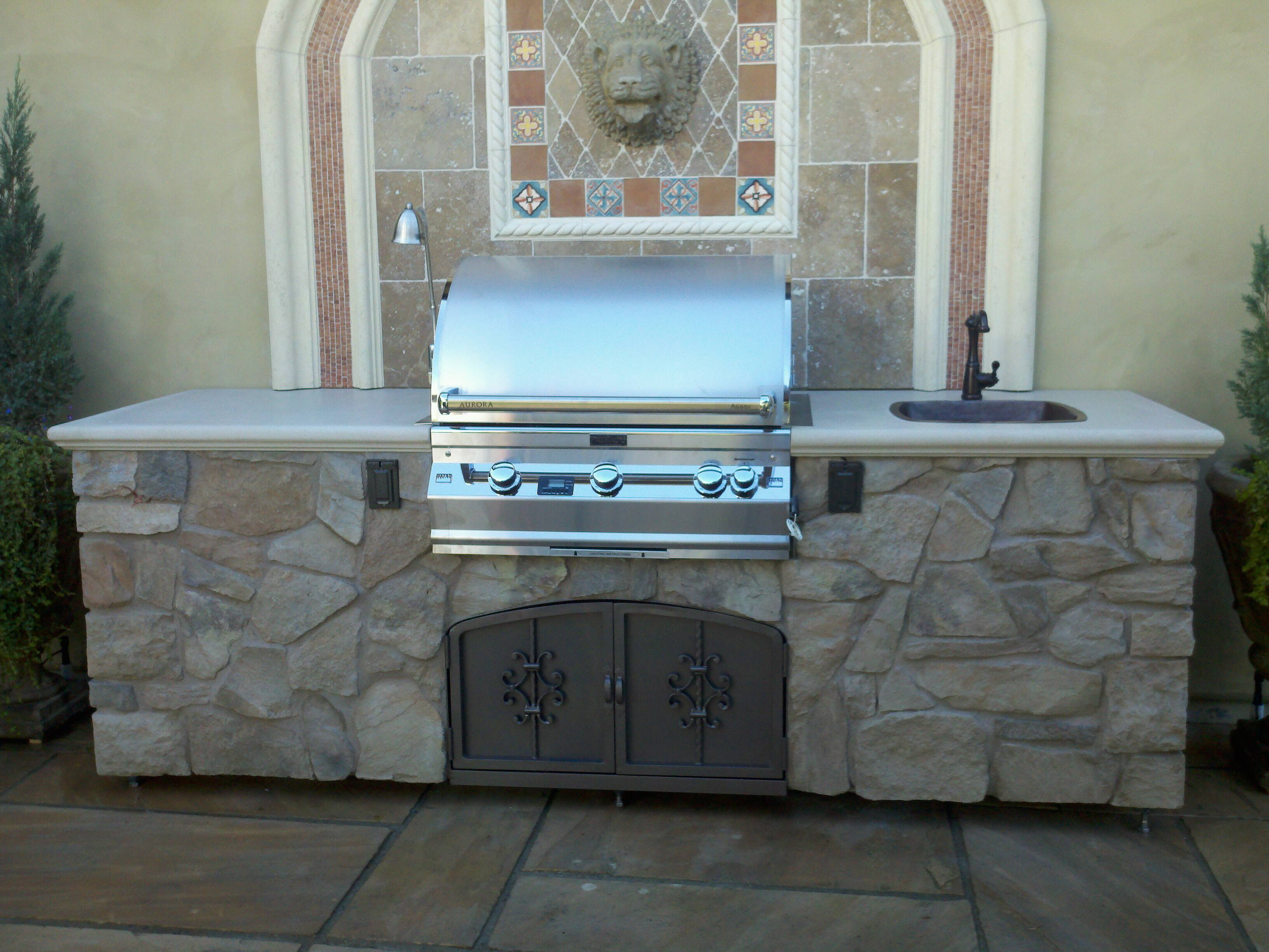... 660i Aurora Grill w/ a copper sink and faucet. – Leasure Concepts